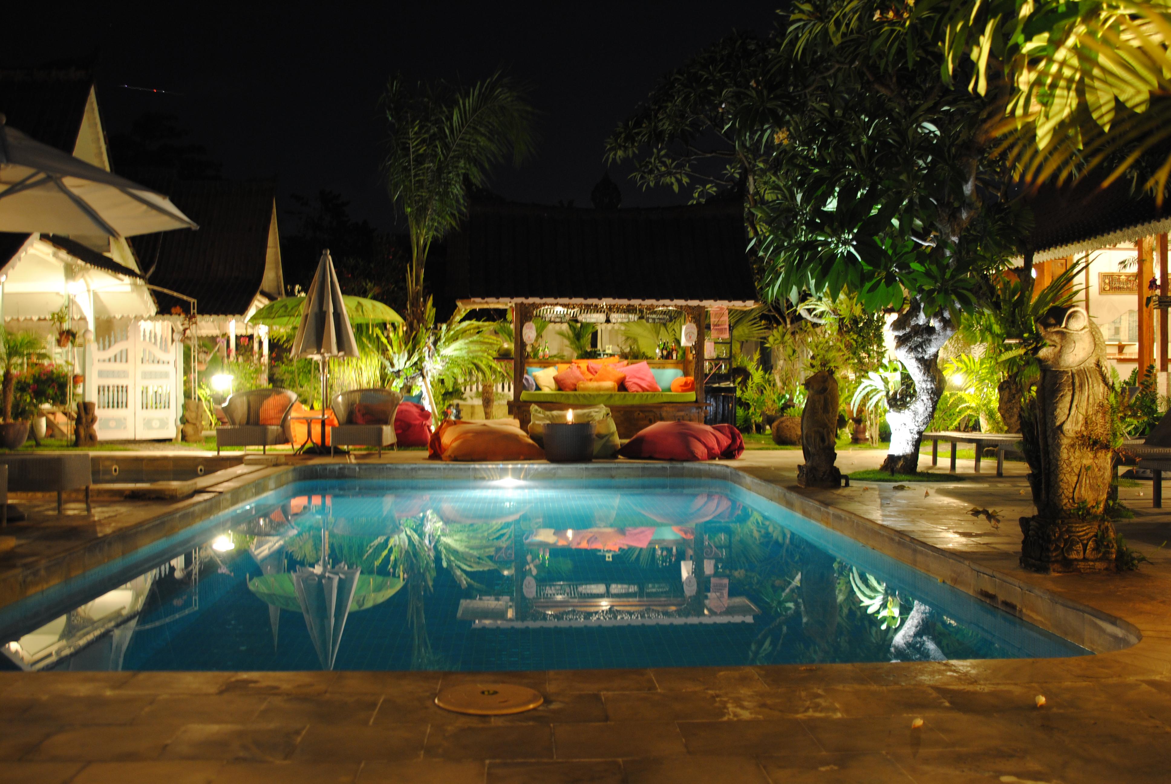 Abendlicher Blick auf den Pool