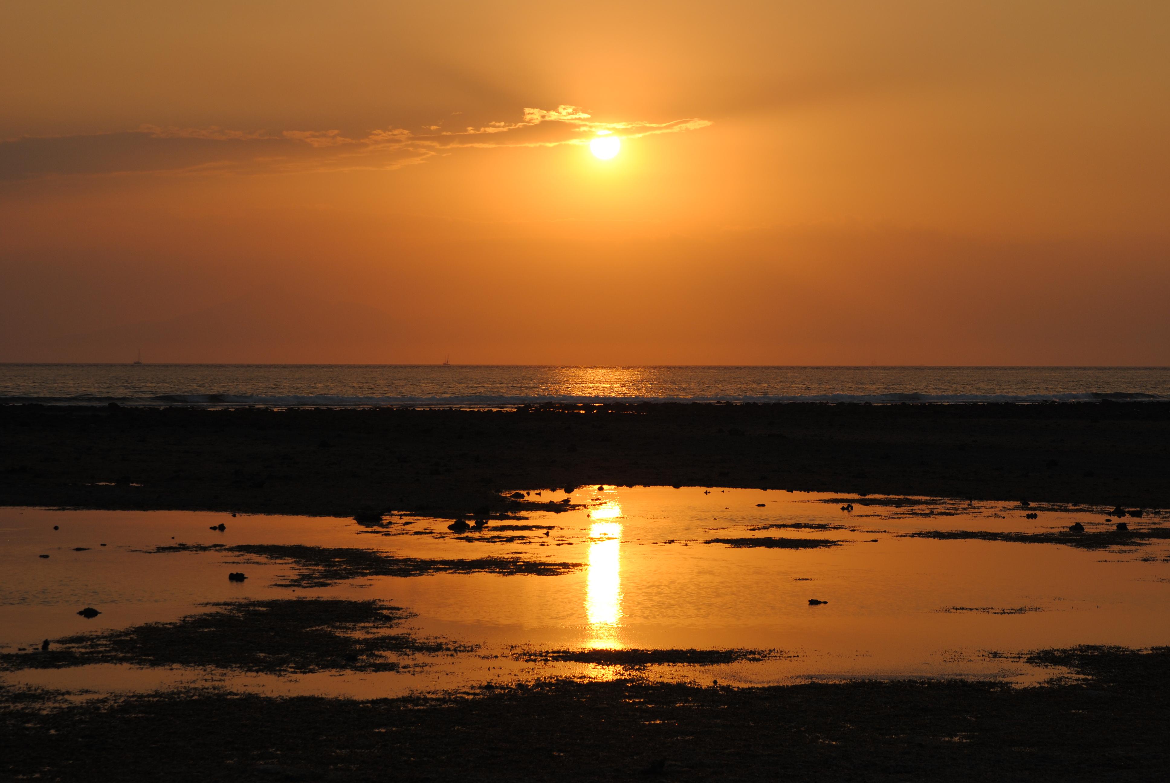Die Sonne geht in Indonesien schon um 6 Uhr unter.