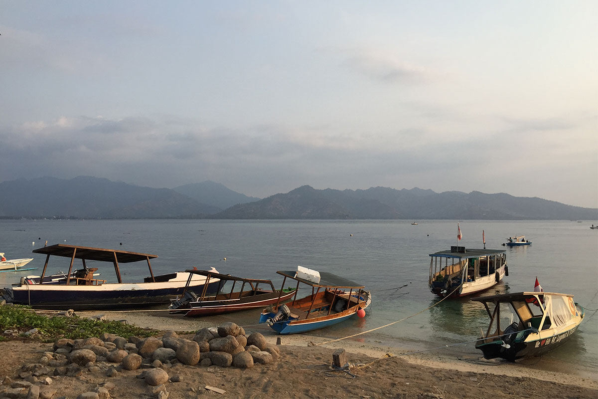 boot-strand-gili-air