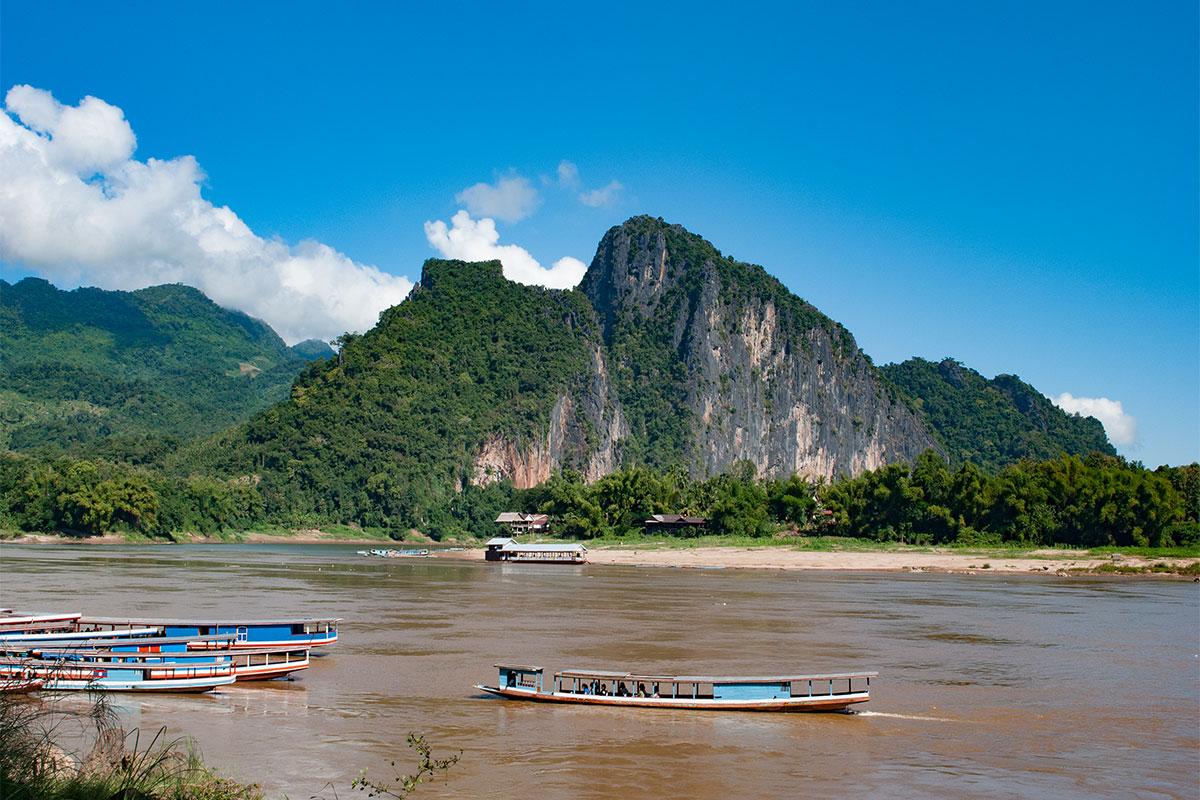 Den Mekong in kleinen Booten entlang schippern.
