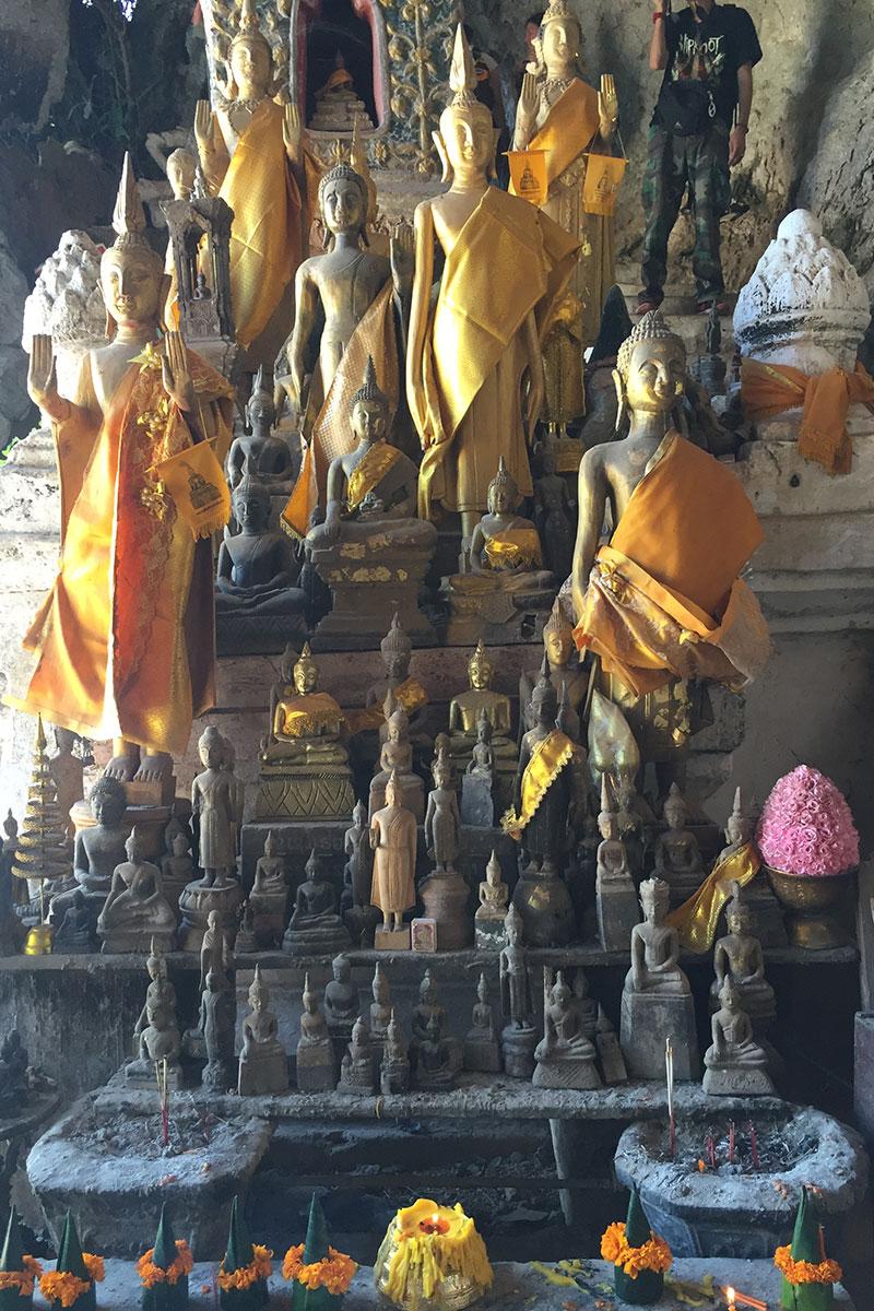 Die Pak Ou Cave mit über 300 Buddha-Statuen.