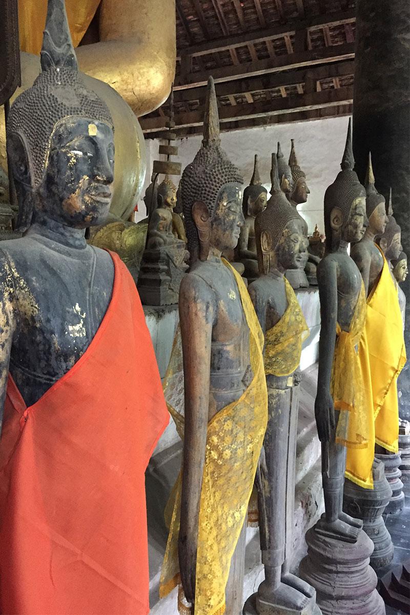 Unterwegs im ältesten Tempel von Luang Prabang.