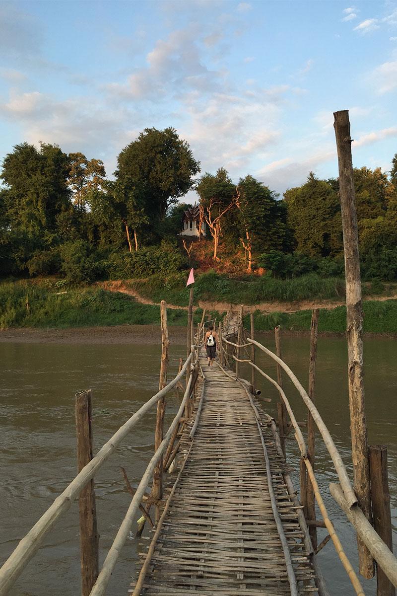 Eine der zwei ältesten Bambusbrücken in Luang Prabang.
