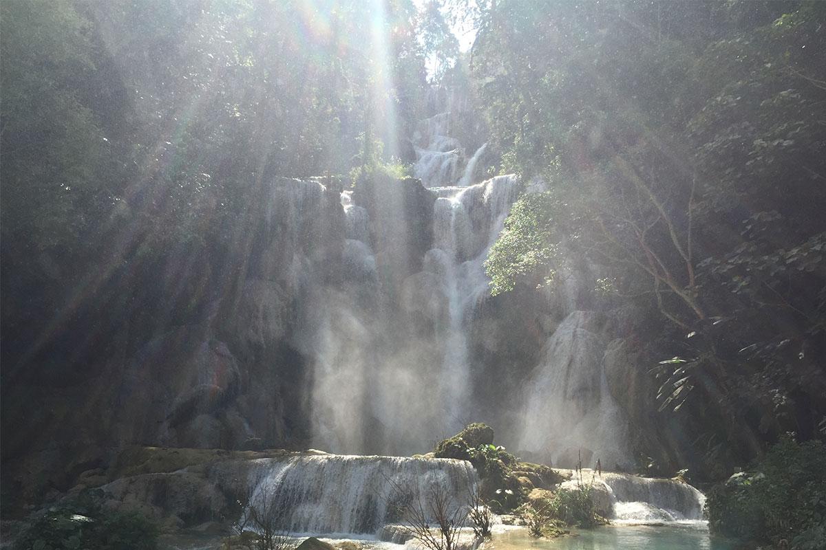 Der Kuang Si Wasserfall.