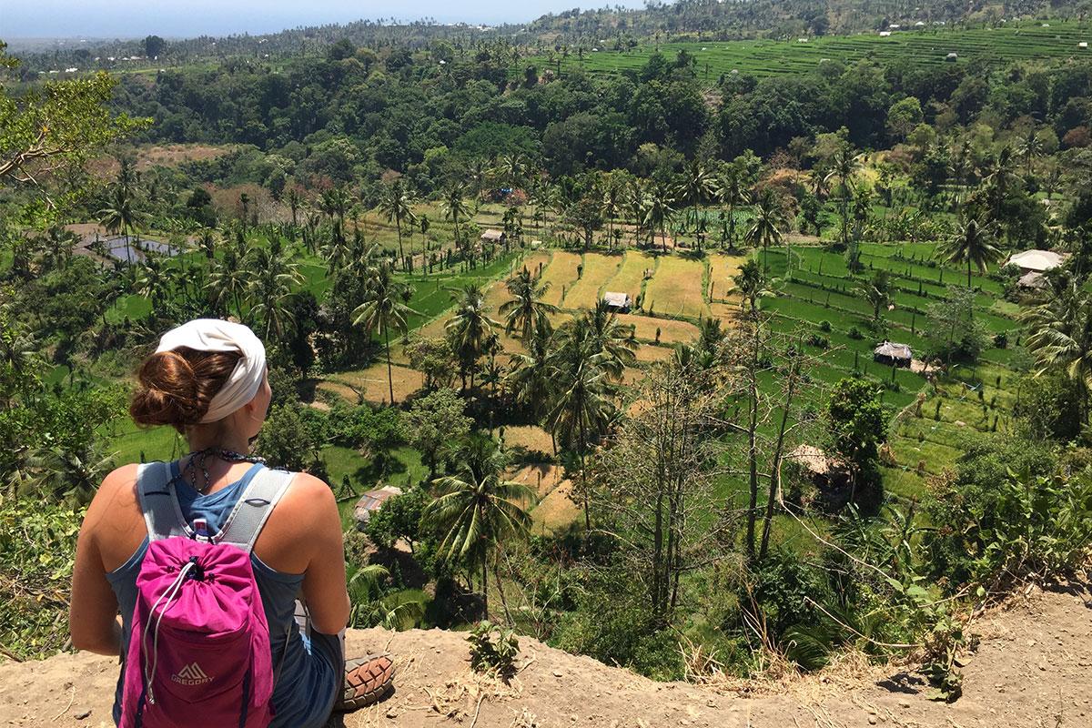 Den Panoramablick über die Reisterrassen genießen.