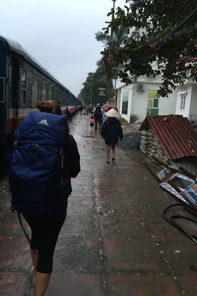 Ankunft am Bahnhof in Lao Cai.