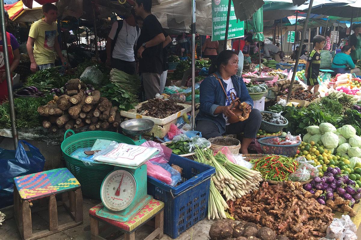 gemuesefrau-markt-gili-gede-lombok