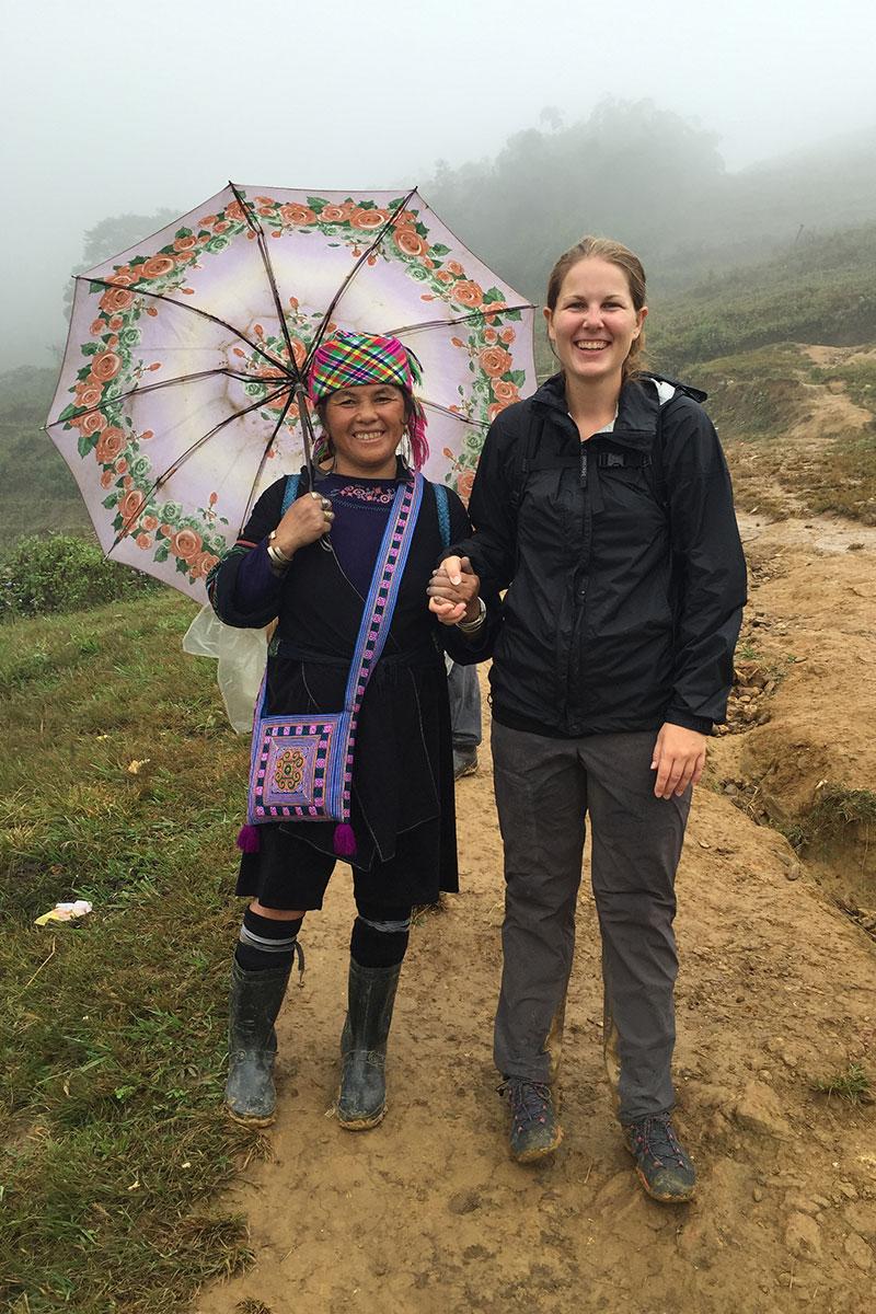 Diese Hmong Frau hat Angélique mehrmals das Leben gerettet.