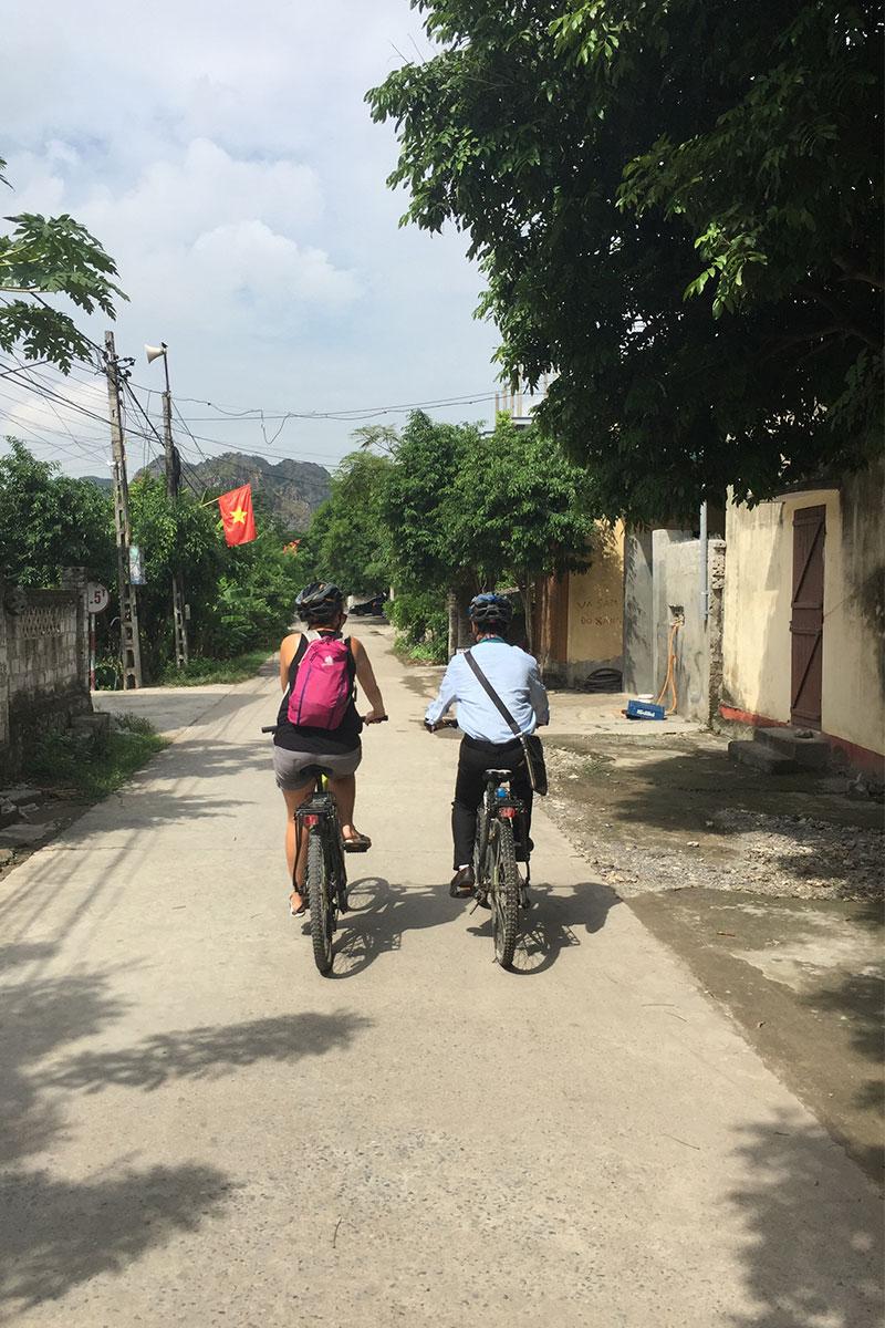 mann-frau-fahrrad-ninh-binh-vietnam