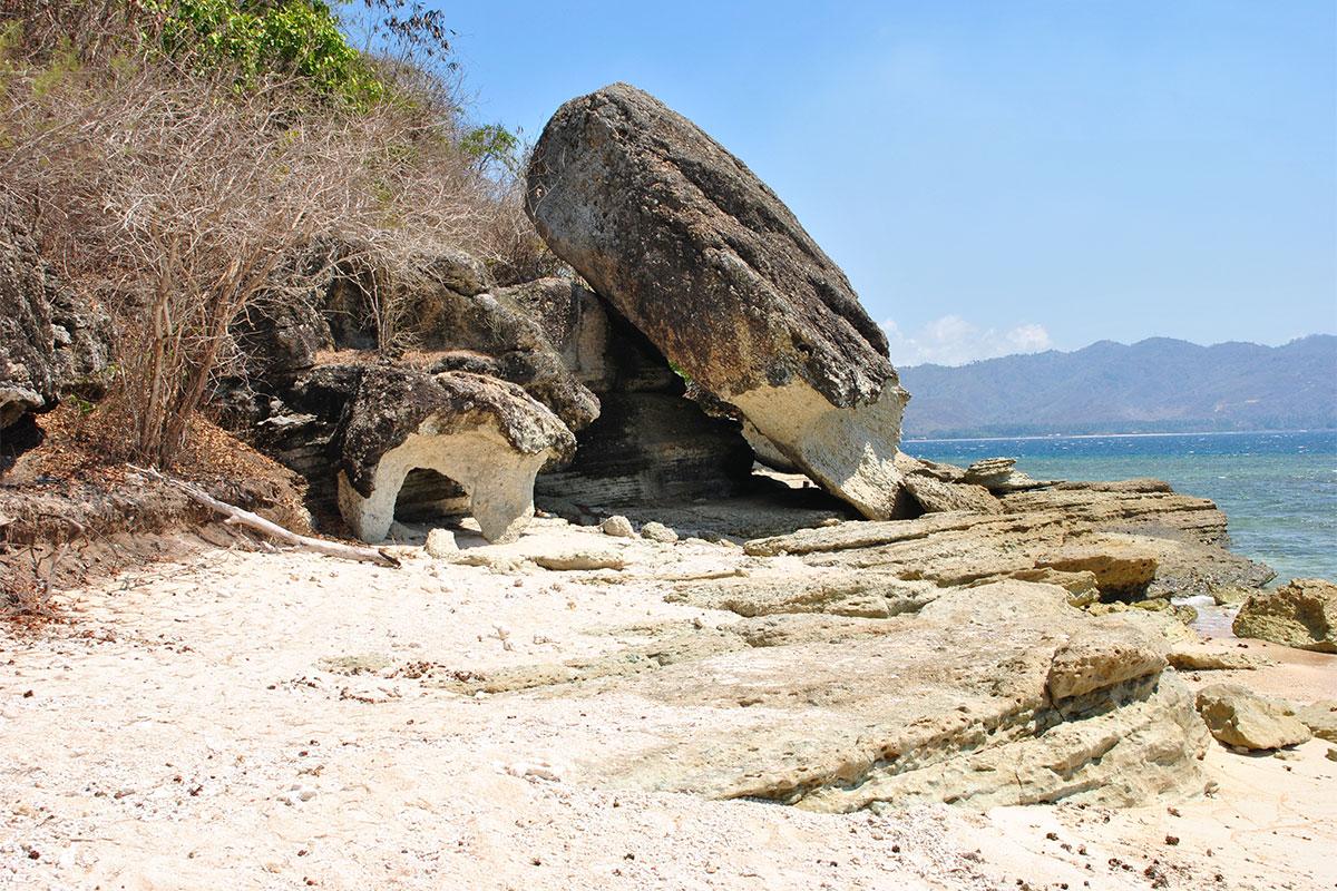 strand-felsen-gili-nanggu