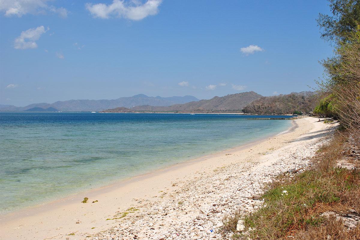 strand-mit-meer-gili-nanggu