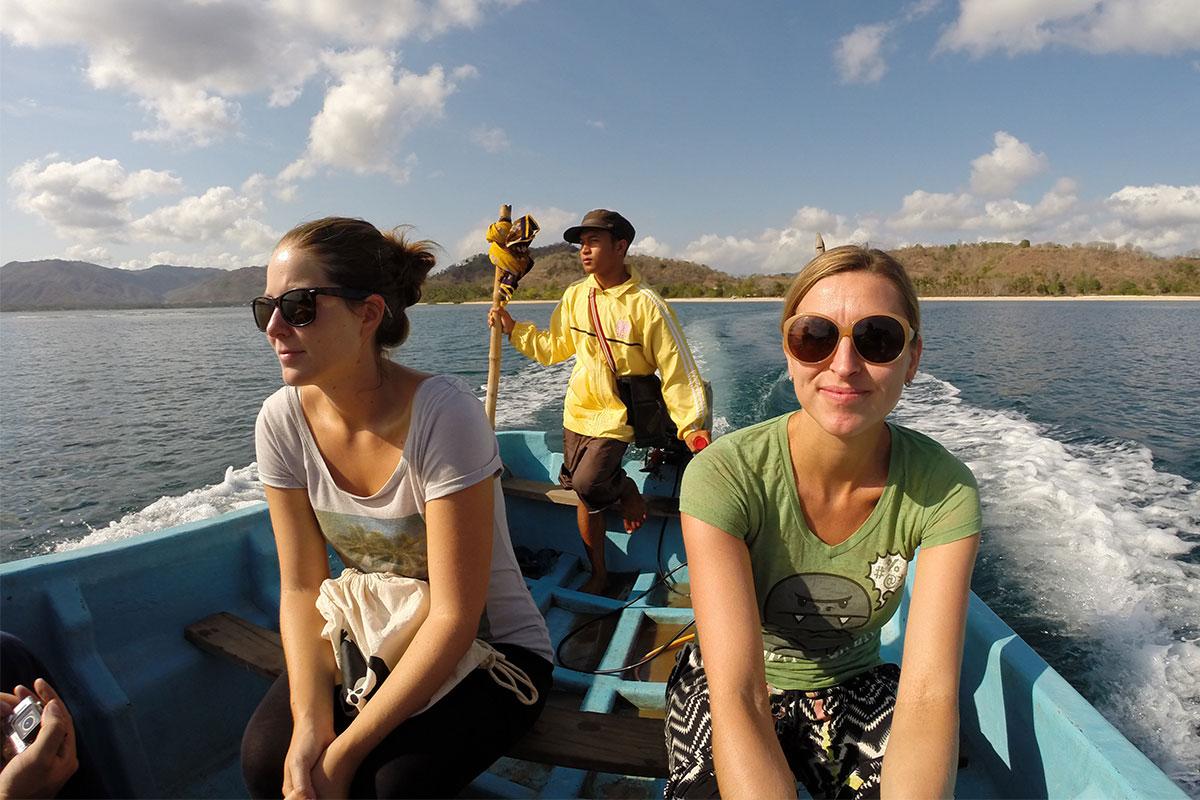 zwei-frauen-im-boot-gili-gede-lombok