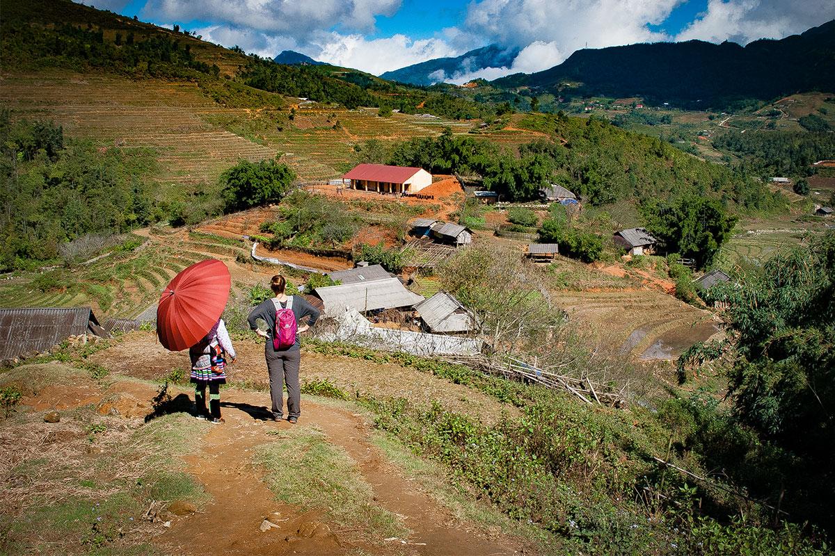 zwei-frauen-in-bergen-sapa-vietnam