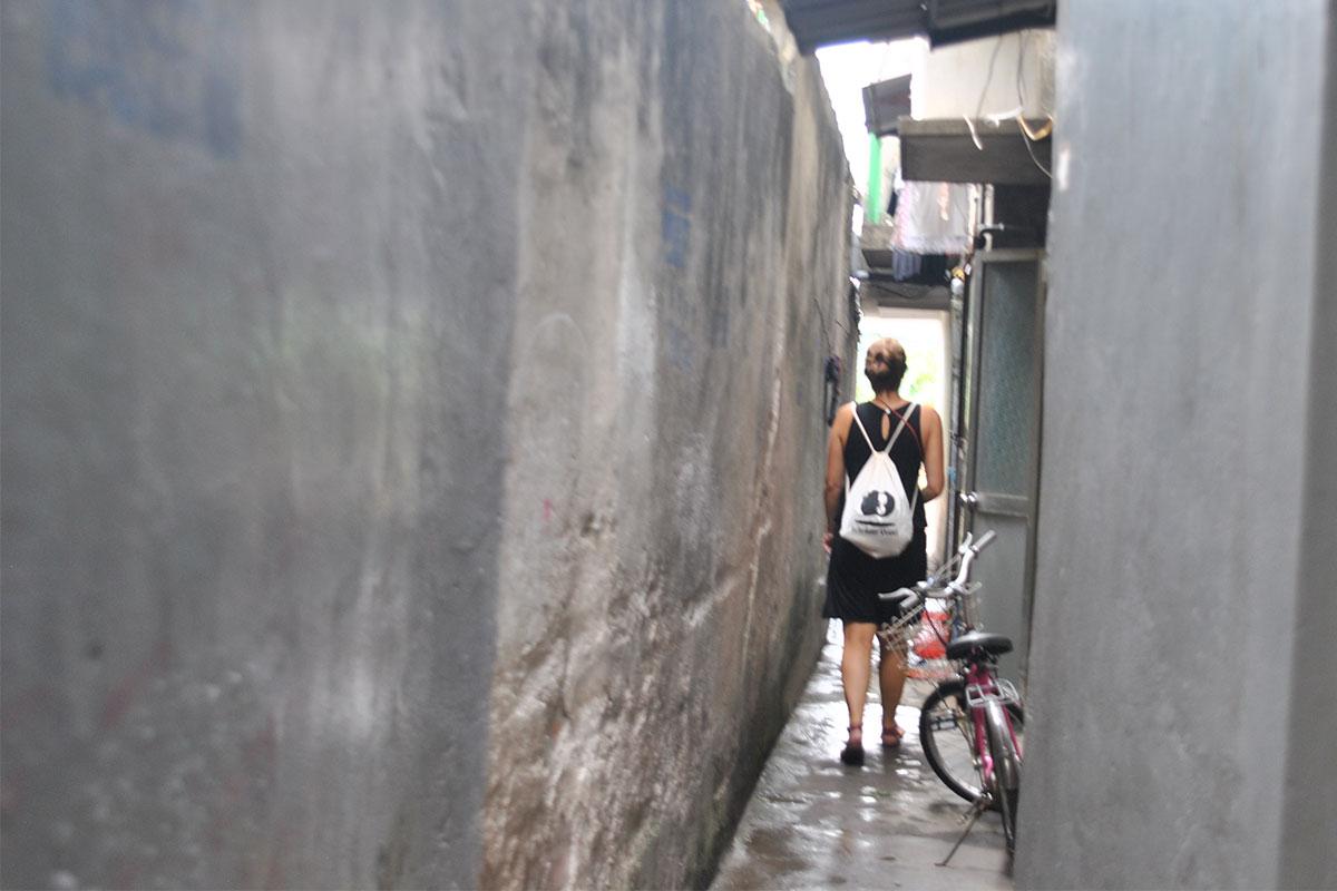 Auf dem Weg zu den Hinterhöfen von Hanoi.