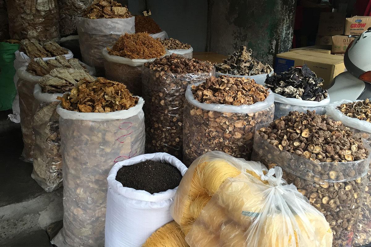 gewuerze-markt-hanoi-vietnam