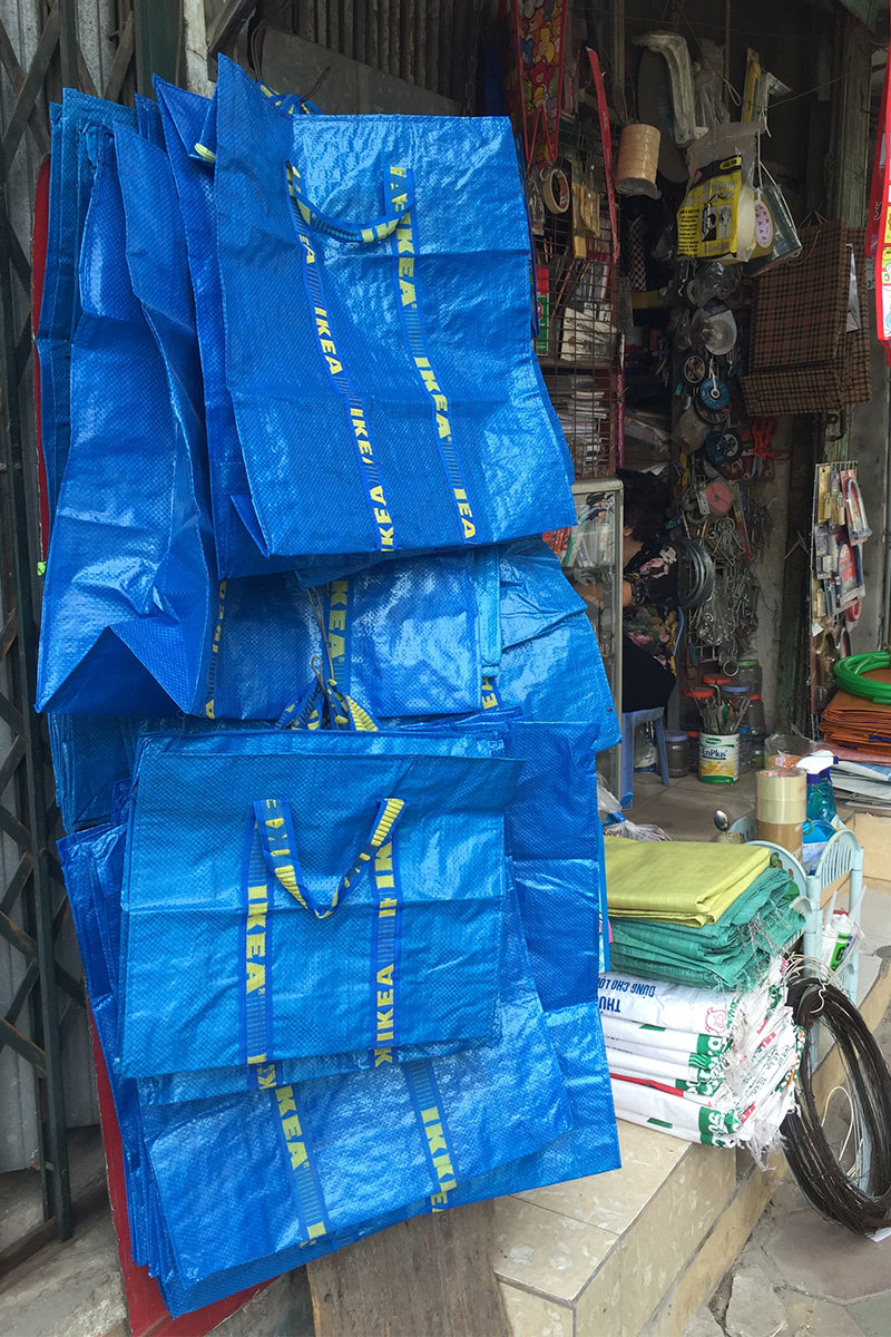 Es werden zwar IKEA Tüten verkauft, ein IKEA konnten wir aber nicht finden.