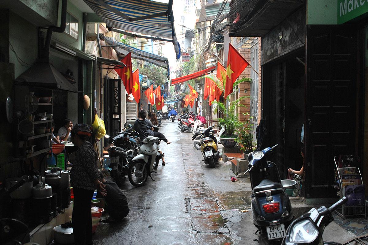 kleine-seitenstrasse-hanoi-vietnam