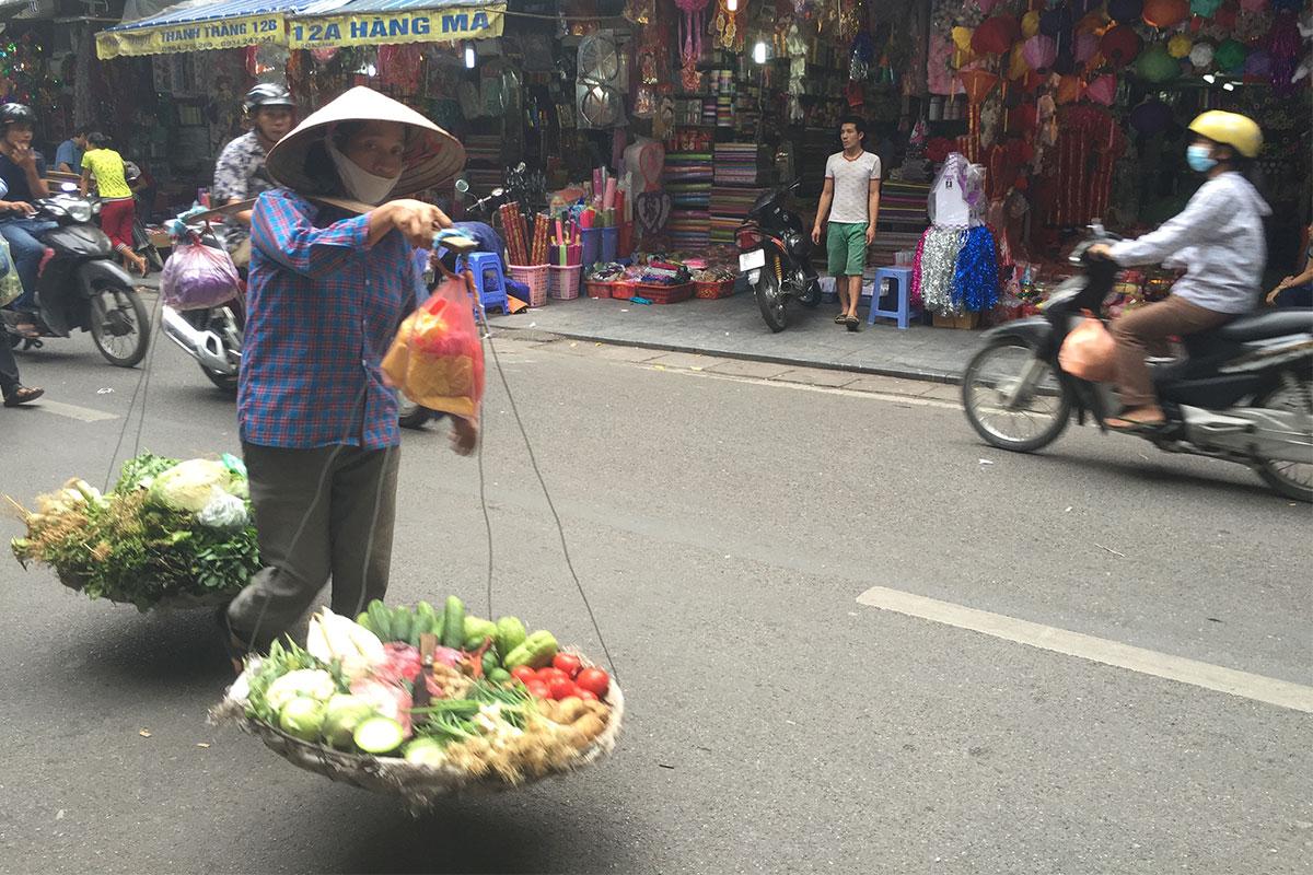 obstverkauferin-hanoi-vietnam