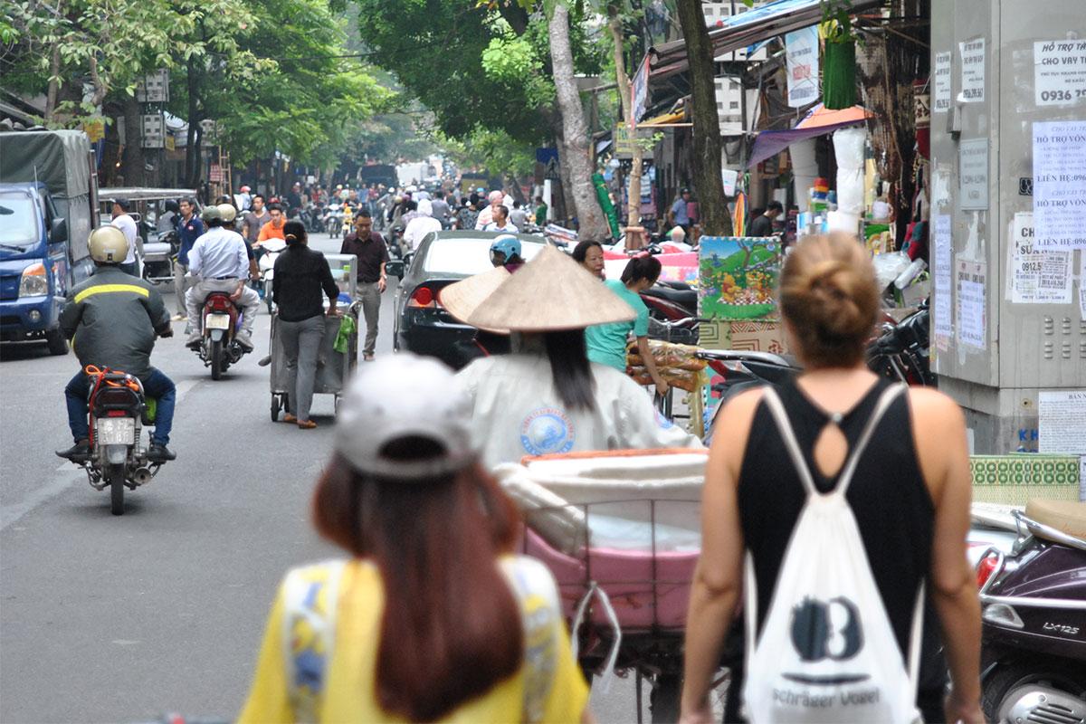strasse-verkehr-hanoi-vietnam