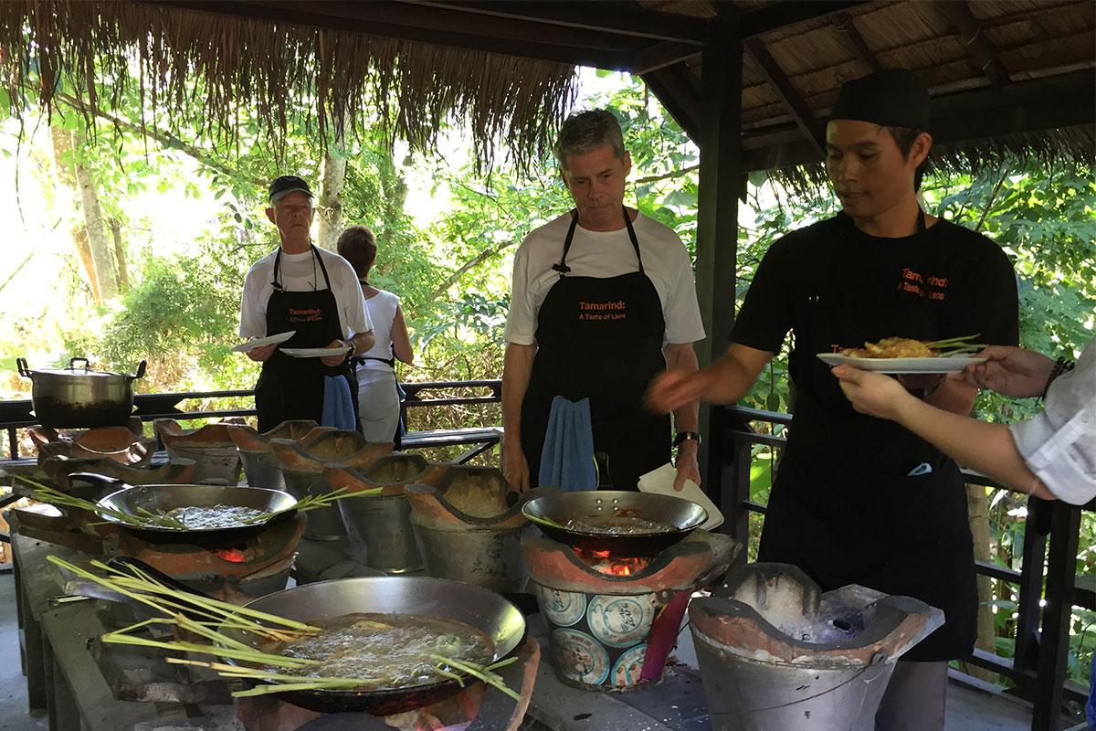 Beim Kochkurs des Tamarind Restaurants der laotischen Küche näher kommen...