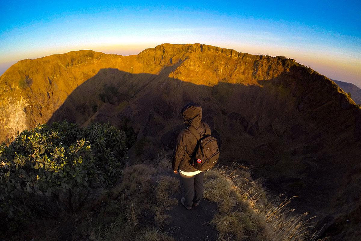 Blick hinein in den Krater.