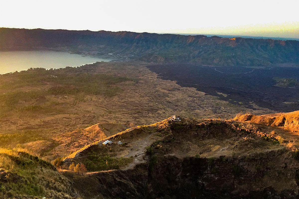 Aufstieg zum Kraterrand.