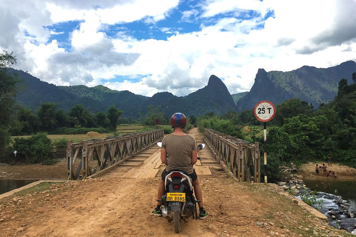 Jan-auf-Roller-Vang-Vieng-Laos