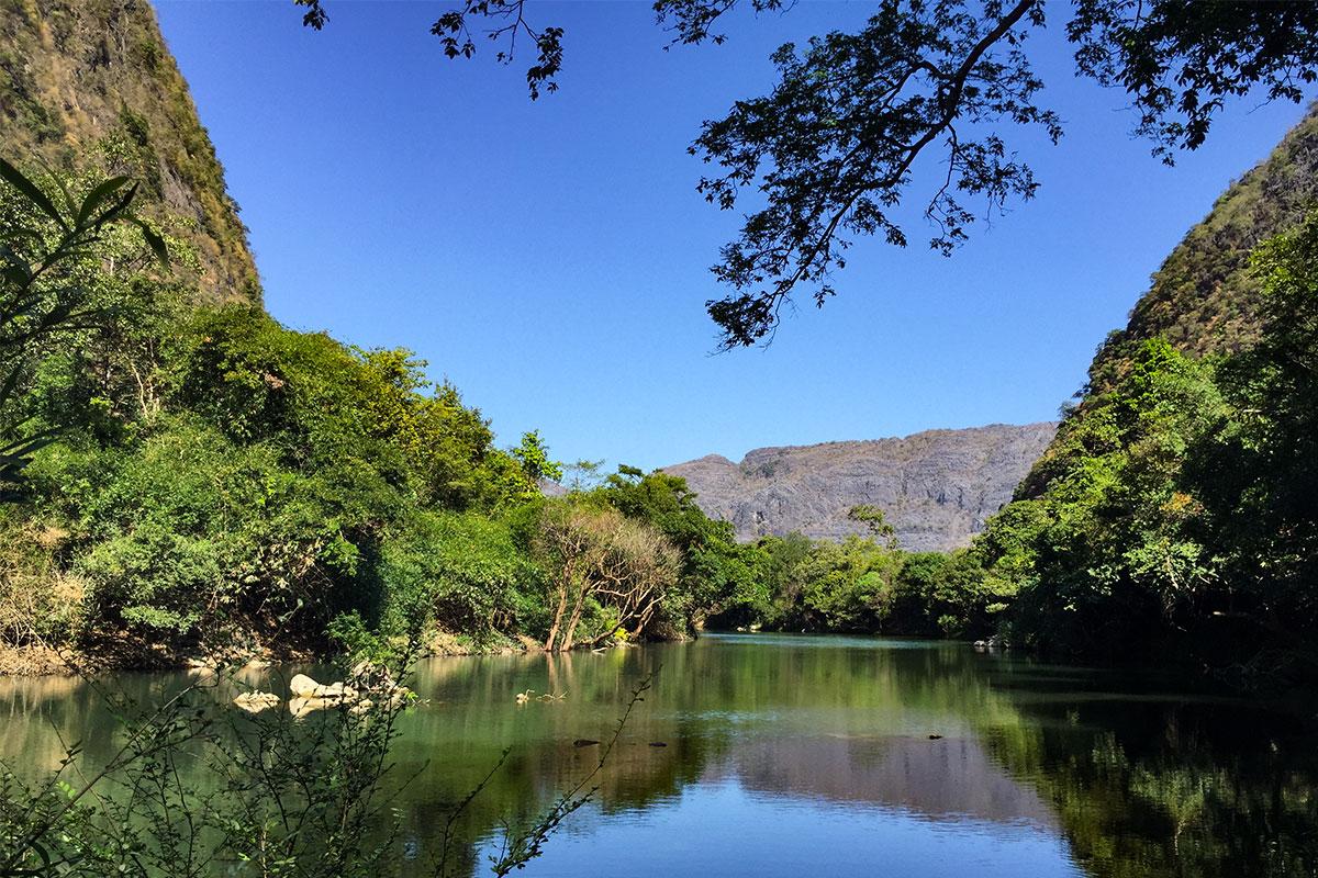 Die blaue Lagune Tad Falang.