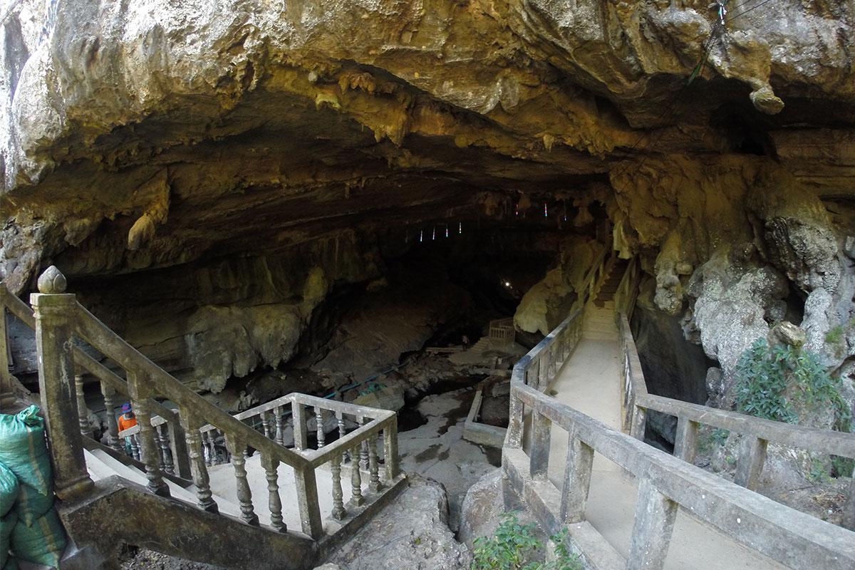 Eine Überraschung war die begehbare Höhle Tham Nang Ene.
