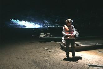 frau-in-kong-lor-cave-thakhek-laos