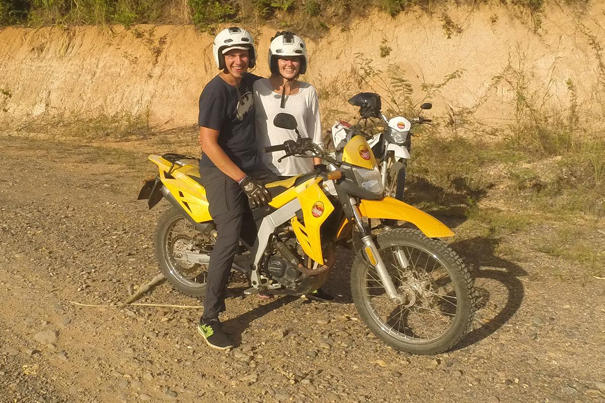 paerchen-bei-motorrad