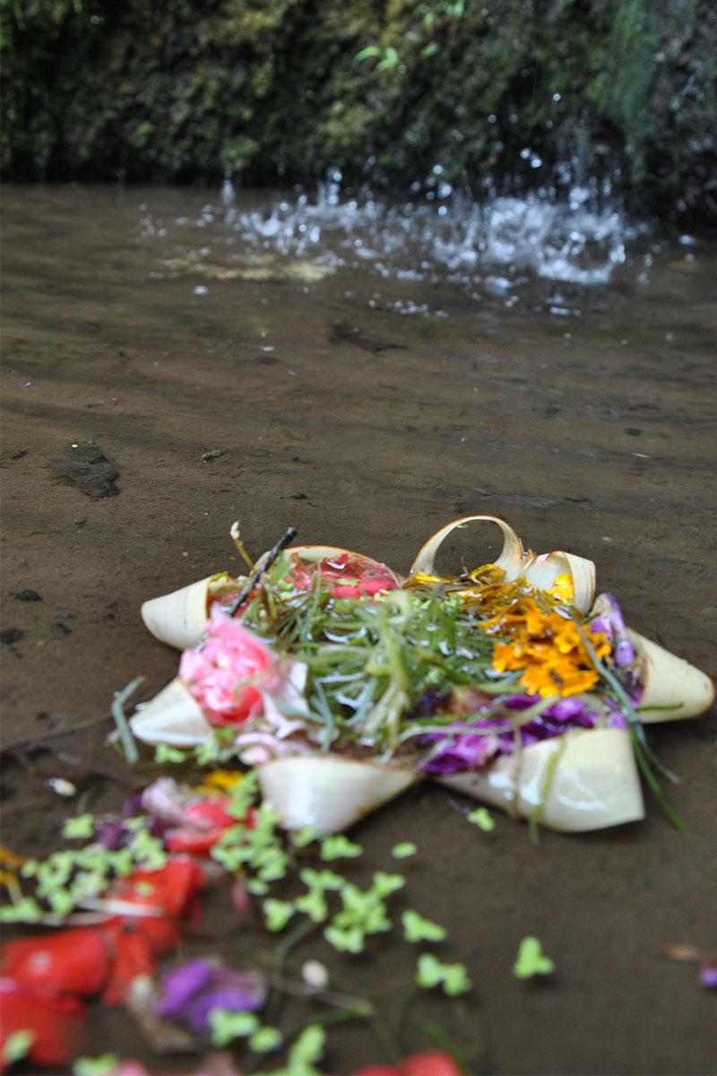 gebetskerze-Tempeltour-in-Bali