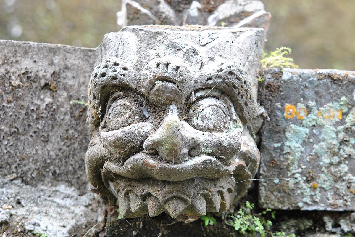 steinmaske-Tempeltour-in-Bali