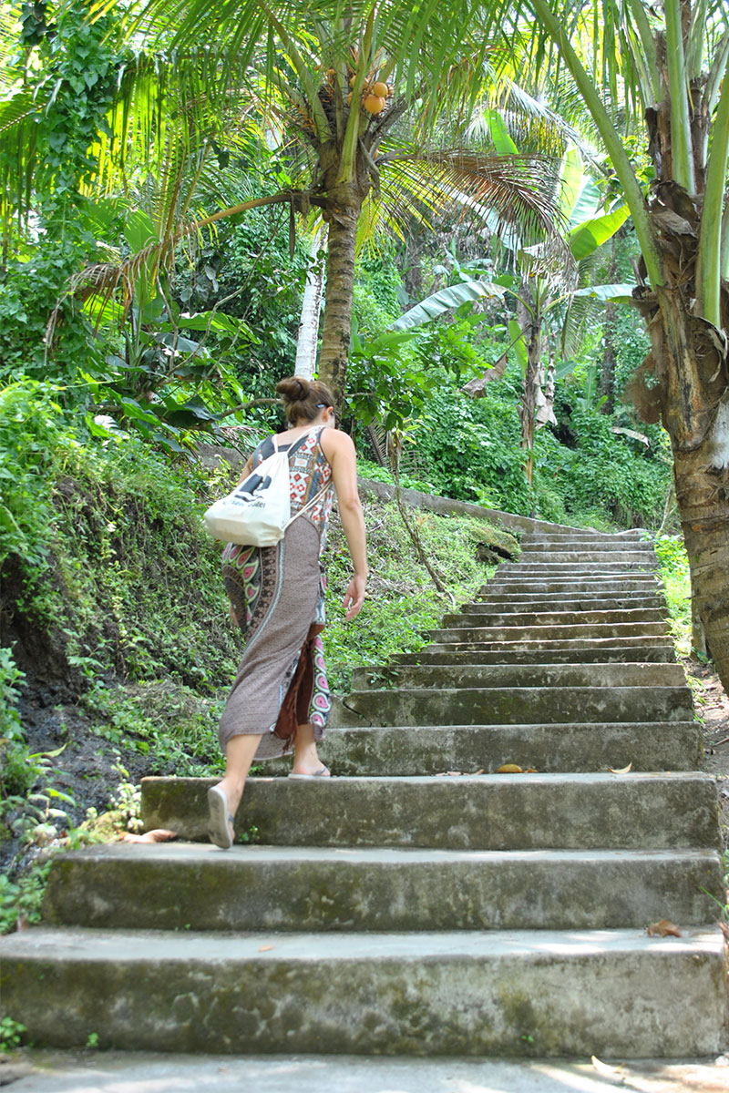 treppe-in-anlage-Tempeltour-in-Bali