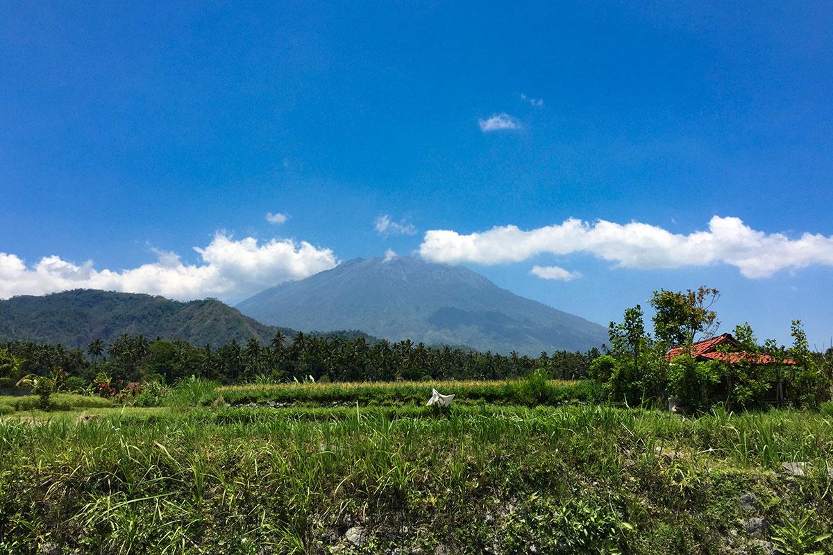 Blick-auf-Muttervulkan-Bali-Sidemen