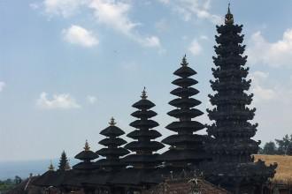 Muttertempel-Tuerme-Bali-Sidemen