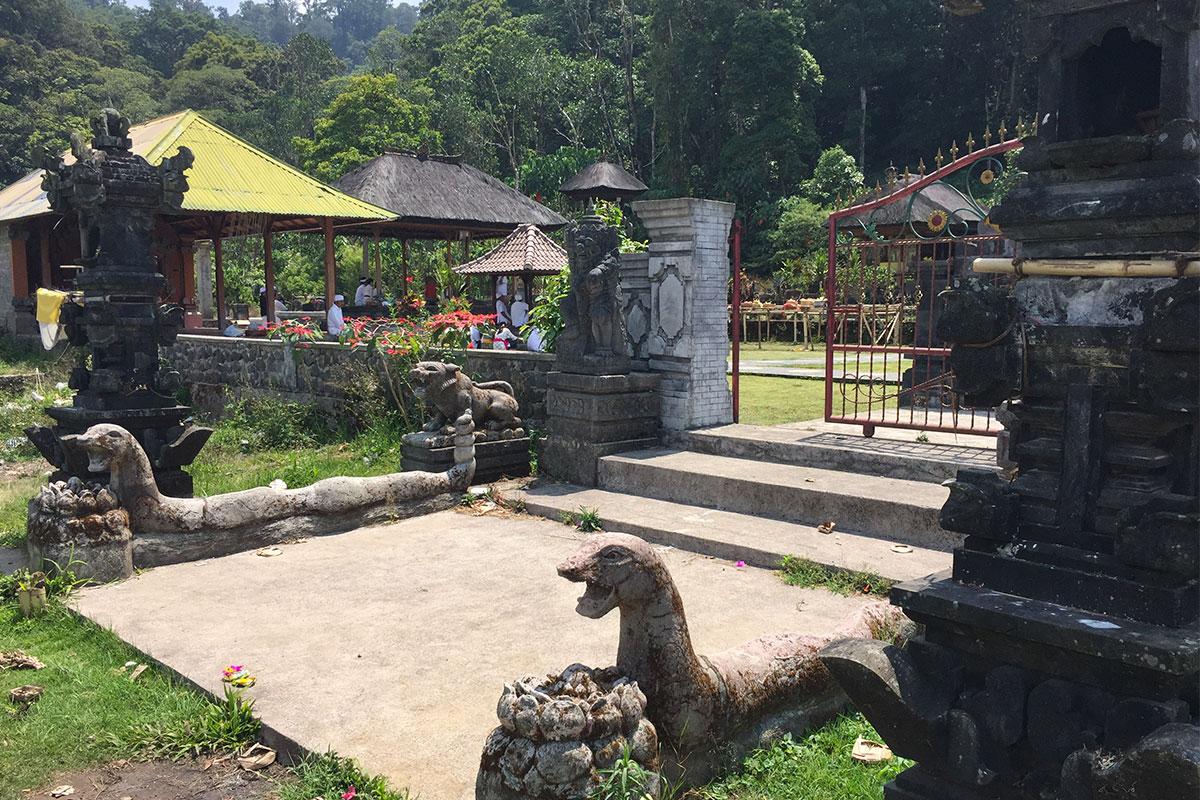 Der Tempel am See war gut besucht an diesem Tag...