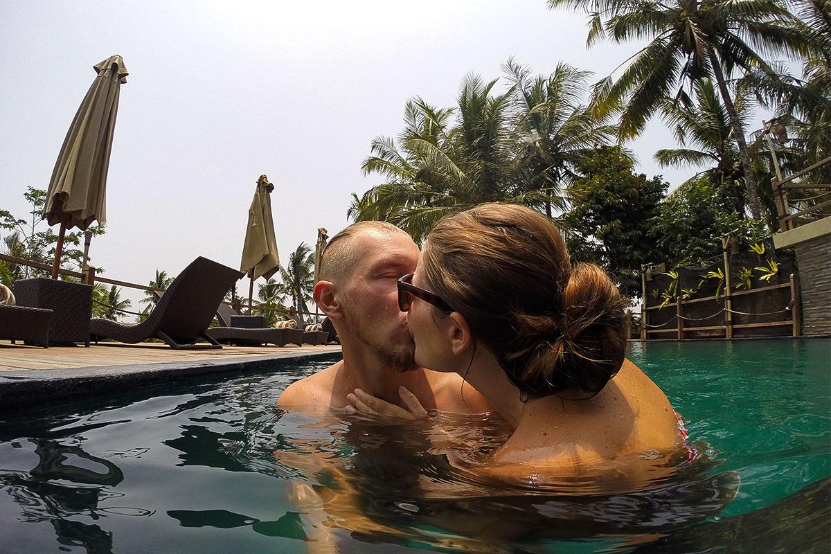 Wir-im-Pool-Kuss2-Manyi-Village-Ubud-Bali-Indonesien