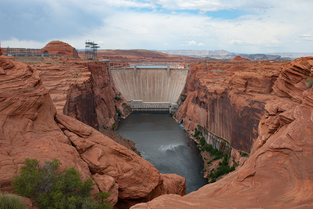 dam-am-lake-powel-arizona-usa