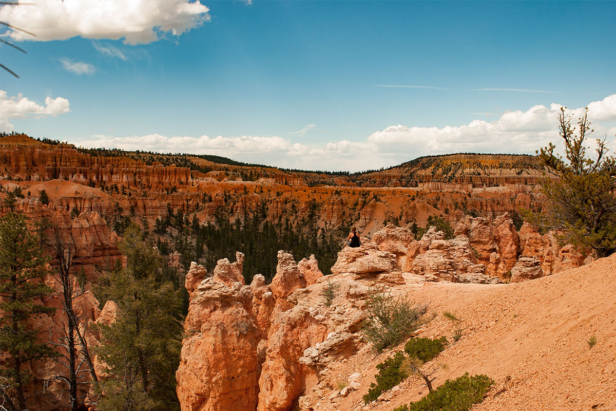frau-im-bryce-canyon-nationalpark-utah-usa