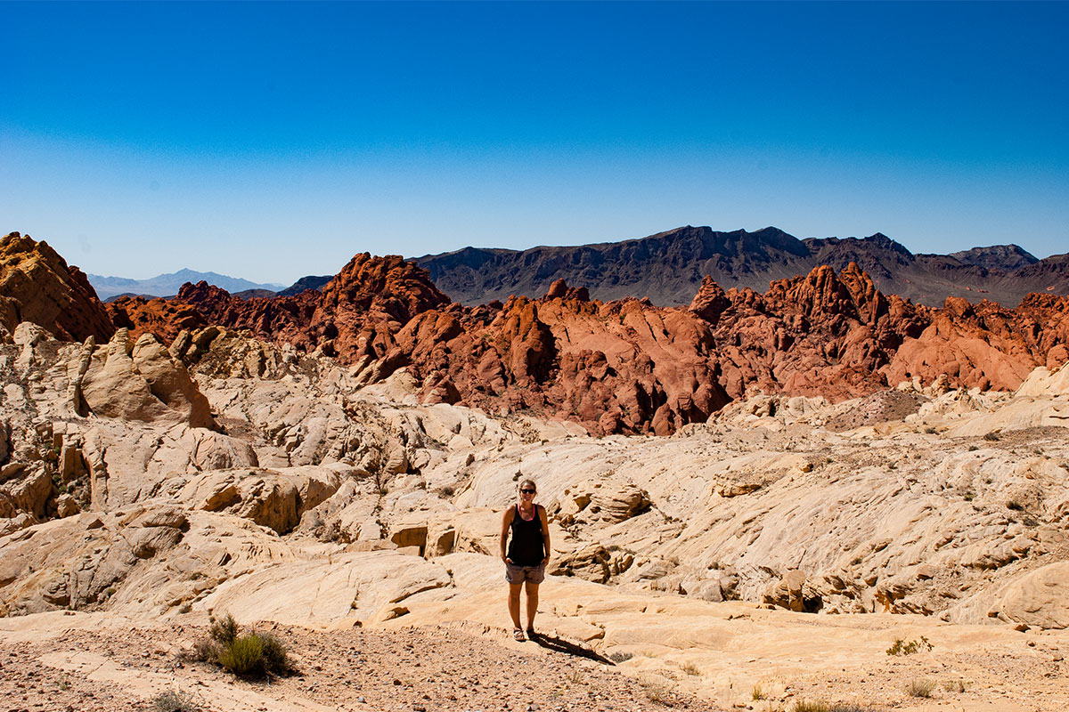 frau-im-valley-of-fire-nevada-usa