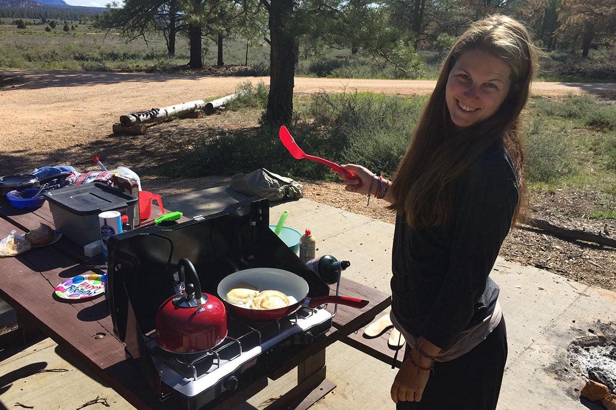 Zum Geburtstagsfrühstück gibt es natürlich Pancakes.