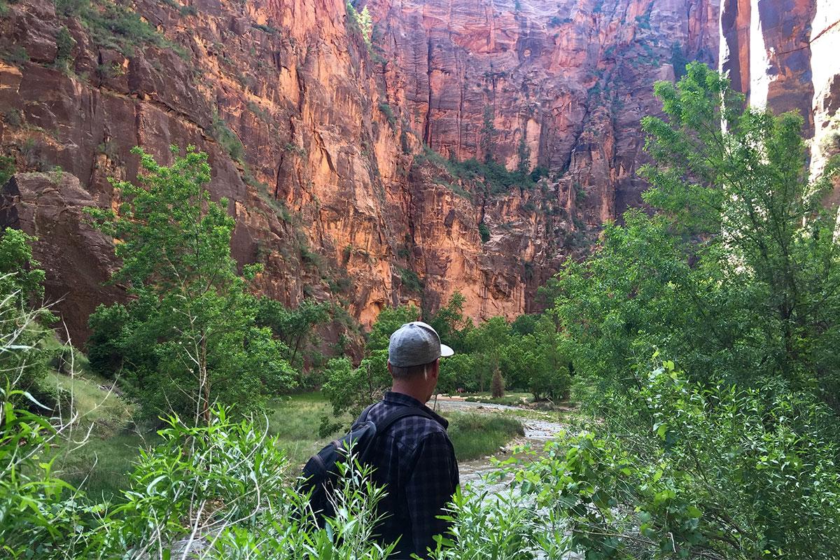 mann-im-canyon-zion-canyon-nationalpark-utah-usa