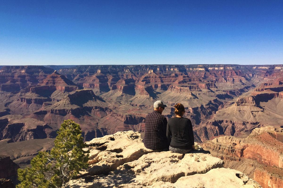 Gemeinsam einsam sitzen am Südrand des Grand Canyon.