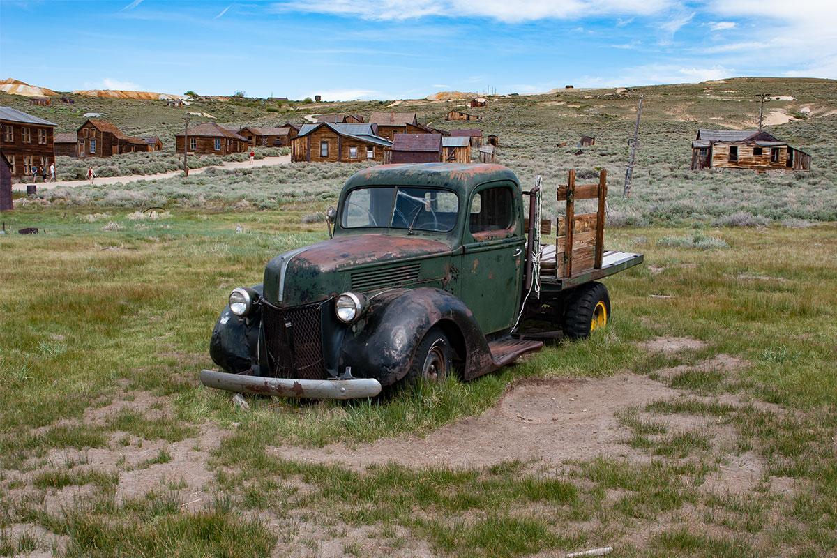 alter-lieferwagen-ghosttown-bodie-kalifornien-usa