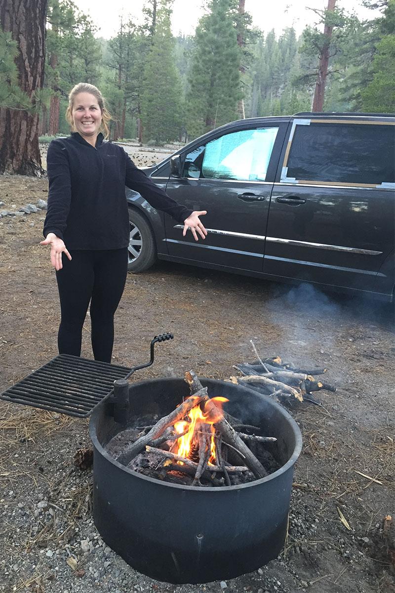 Angeliques erstes eigenes Lagerfeuer.