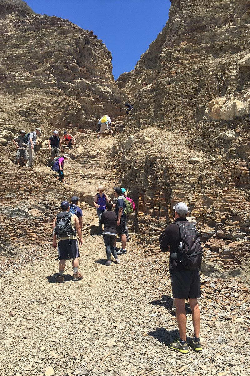 Schlange stehen beim Auf- und Abstieg zu den Alamere Falls.