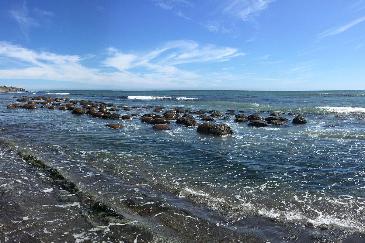 Der nach seinen Steinkugeln benannte Bowling Ball Beach.