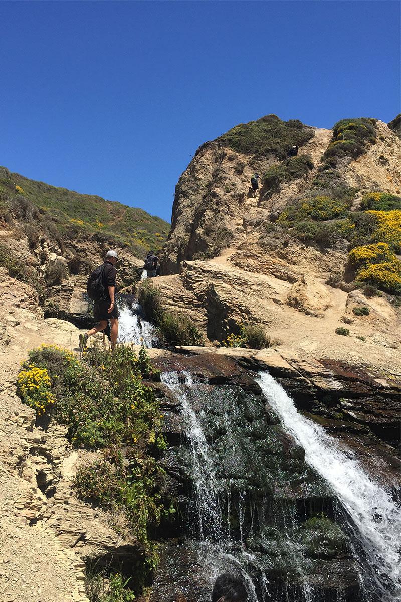 mann-bei-alamera-falls-kalifornien-usa